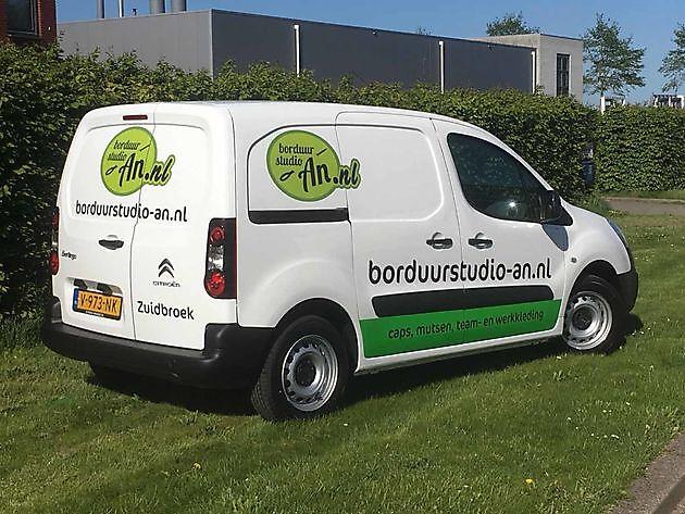 Autobelettering, een eenvoudige manier om uw bedrijf te promoten! - Borduurstudio An Zuidbroek